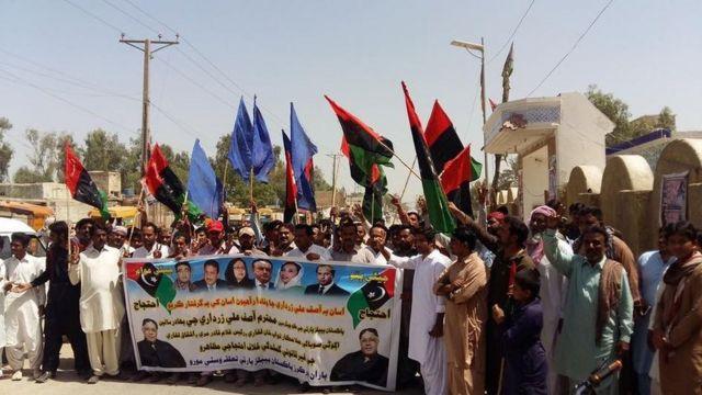 نواب لغاری کی 'گمشدگی' پر پیپلز پارٹی کے کارکنوں احتجاج