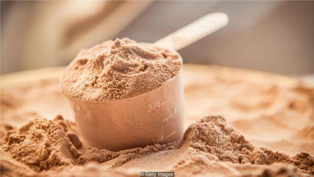 许多人食用运动营养产品,如蛋白棒和奶昔(Shakes)。(Credit: Getty Images)