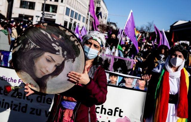 تظاهرات زنان در برلین پایتخت آلمان: گروه اتحاد بینالمللی زنان یکی از سازمان های دعوت کننده به این تظاهرات بود