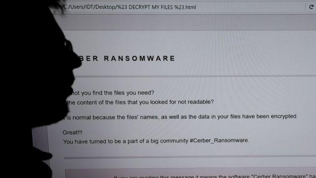 Un investigador analiza un programa maligno