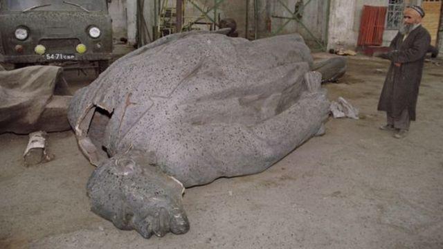 د لینن مجسمه
