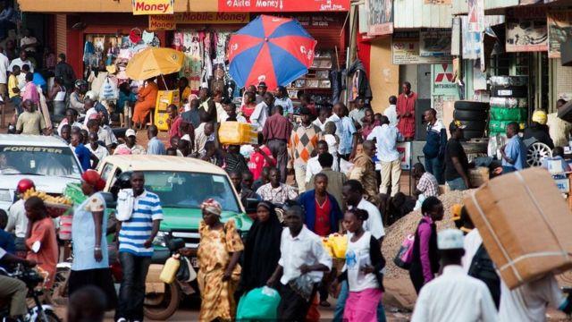السكان في قلب أوغندا