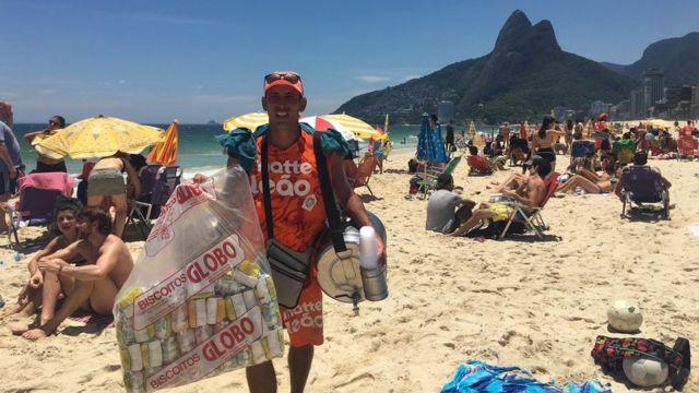 Vendedor de mate na praia de Ipanema