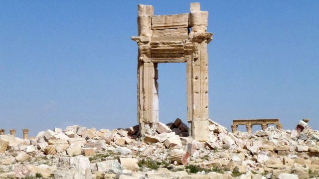 昨年9月にISが爆破したベル神殿の残骸(27日)