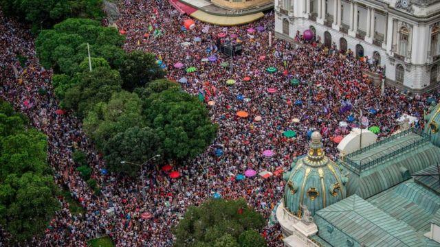 """Manifestantes de """"#EleNão"""""""
