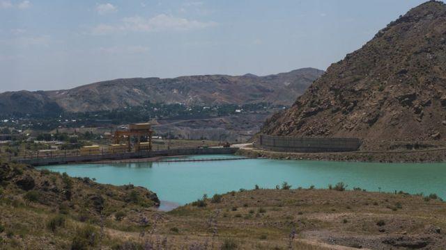 Токтогульская ГЭС на реке Нарын в Джалал-Абадской области Киргизии.