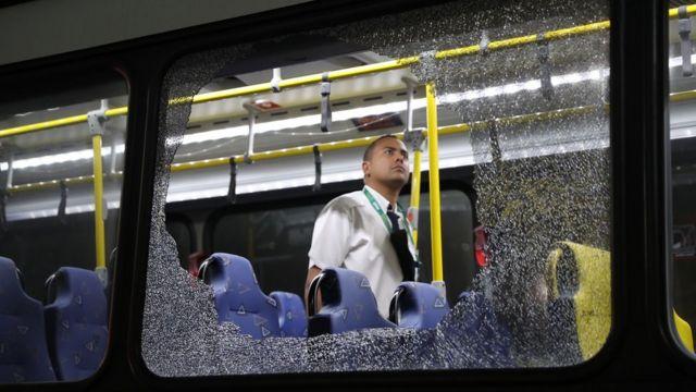 Janela de ônibus quebrada