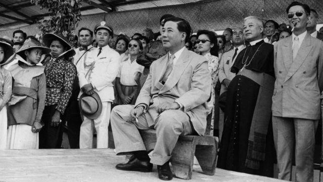 Ảnh chụp Tổng thống Ngô Đình Diệm của chính quyền Việt Nam Công Hòa tại một hội chợ gần Sài Gòn tháng 3/1957