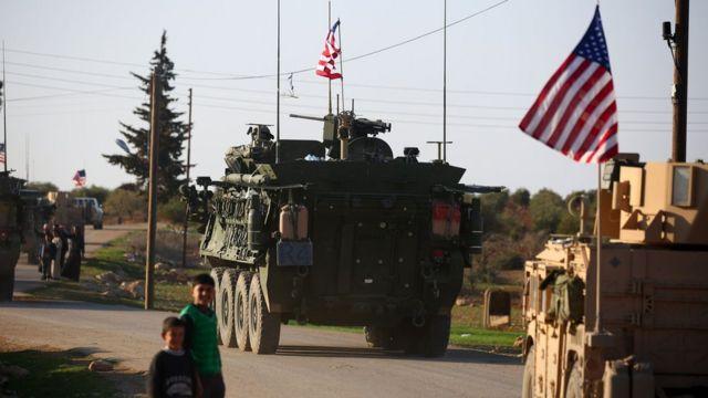 قافلة دبابات أمريكية في منبج عام 2017