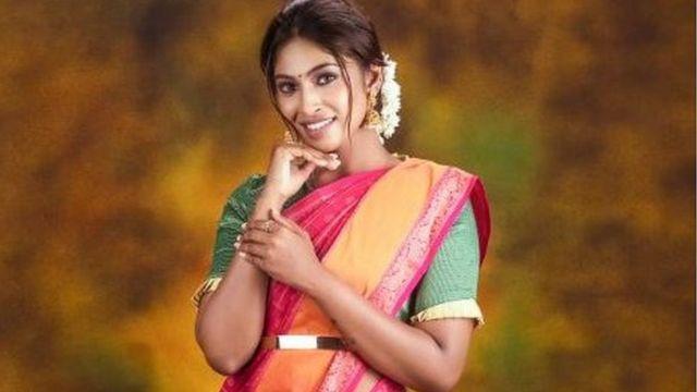 Suruthi Periyasamy dans une publicité pour les bijoux