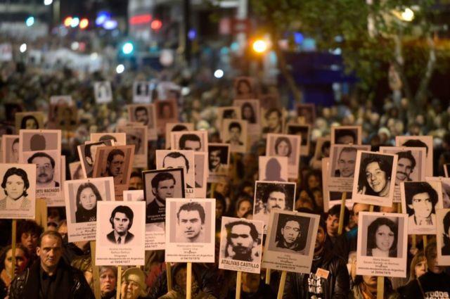 Esta movilización de 2017 se hizo en memoria de los desaparecidos durante el régimen militar que gobernó Uruguay entre 1973-1985.