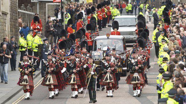 Crown of Scotland parade on Edinburgh's Royal Mile
