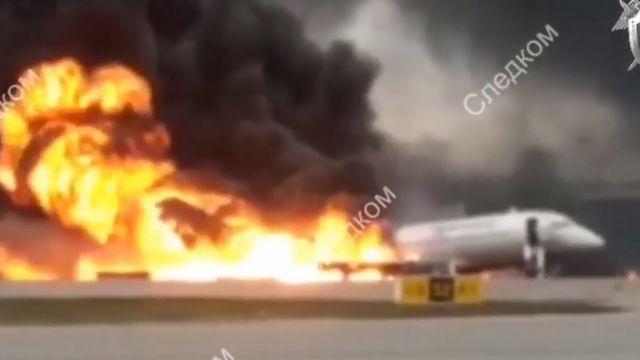 После третьего удара самолет частично разрушился и начался пожар