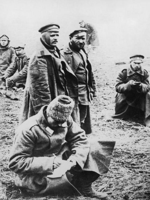 Русские солдаты пишут письма домой