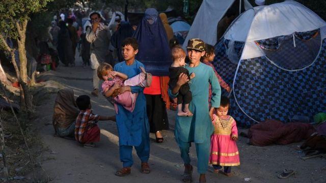 Hàng nghìn người đang sống trong các trại tạm bợ ở Kabul sau khi chạy trốn khỏi lực lượng nổi dậy Taliban