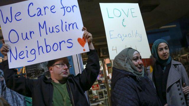 محتجون مسلمون وداعمون لهم