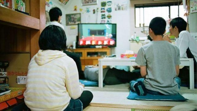 জাপানে এখন অনেক বেশি শিশু স্কুলে যেতে চাইছে না, যাকে সেদেশের ভাষায় বর্ণনা করা হচ্ছে -'ফুটোকো' বলে।