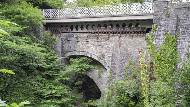Чертов мост, Уэльс