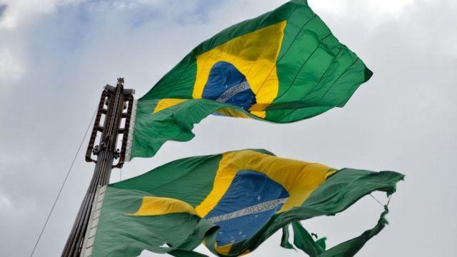 Cerimônia da troca da bandeira, na Praça dos Três Poderes, em Brasília