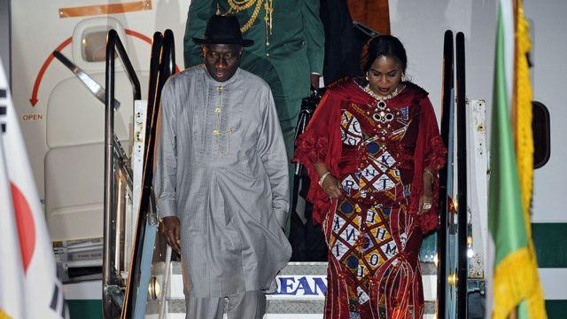 Mme Jonathan avait initialement déposé une plainte contre la Commission des crimes économiques et financiers (EFCC) après le gel d'un de ses comptes bancaires.
