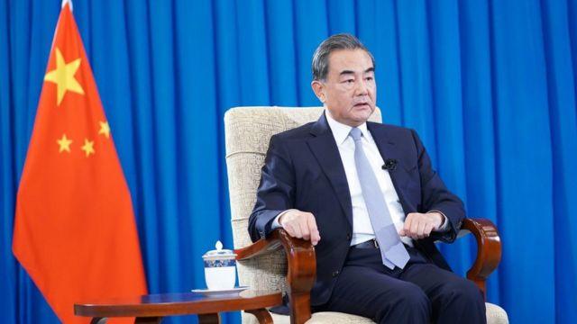 8月5日,中国国务委员兼外交部长王毅接受新华社专访。
