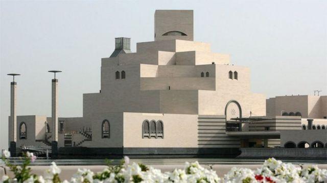 موزه هنرهای اسلامی در دوحه قطر از آثار دیگر این معمار سرشناس است