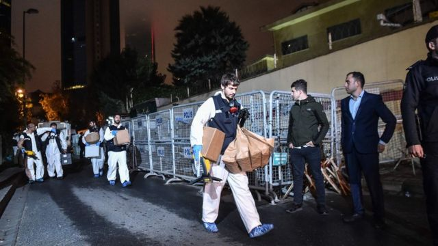 Turkish forensic officers leave the Saudi consulate