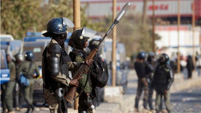 Polisi n'abigaragambya barahanganye mu bice binyuranye muri Senegal