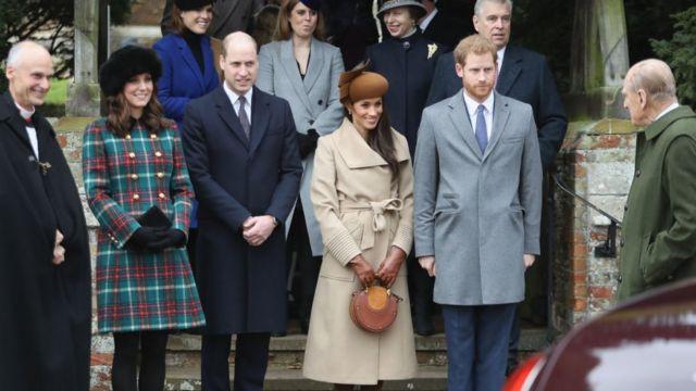 Принц Гаррі і Меган Маркл святкують Різдво з королівською родиною