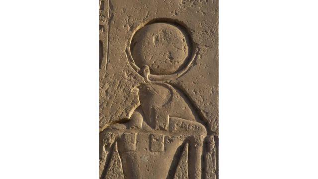 Ο αρχαίος αιγυπτιακός θεός Ρα εκπροσωπήθηκε από έναν κύκλο που αντιπροσωπεύει τον ήλιο