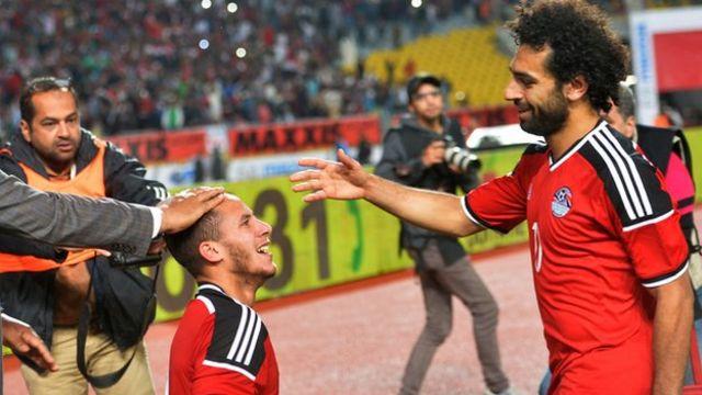 Les joueurs égyptiens Mohamed Salah (droite) et Ramadan Sobhi (gauche)