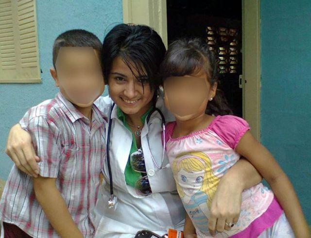 Dayli Coro con dos menores a los que trató en Venezuela