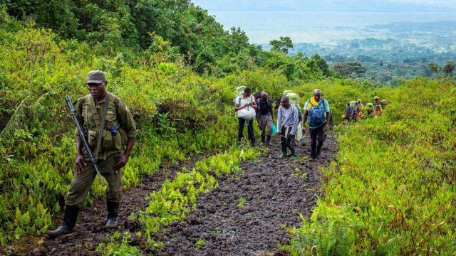 Le mont Nyiragongo fait 3 470 m de haut. Il faut environ six heures pour atteindre le sommet