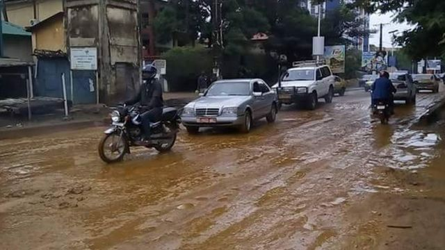 La route de l'hôpital Donka sur l'autoroute Fidel Castro - Boubacar Bagna
