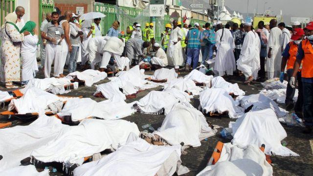 犠牲者が横たわる事故現場(24日)