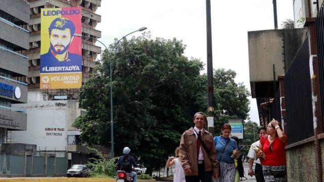 Un cartel de Leopoldo López en Caracas