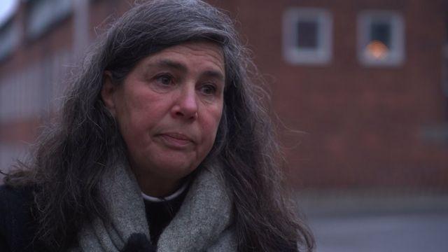 Profesora Lisa Kurland.