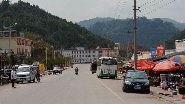 """บ่อเต้น"""" แขวงหลวงน้ำทา เมืองชายแดนทางตอนเหนือของลาว ที่ตั้งของสถานีรถไฟที่เชื่อมต่อลาวเข้ากับจีน"""