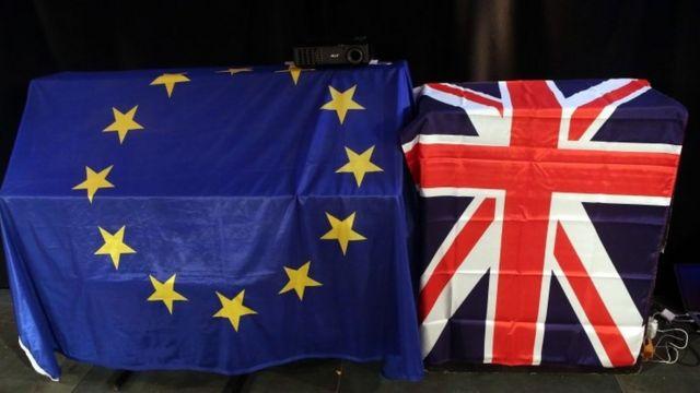 Banderas de la UE y Reino Unido