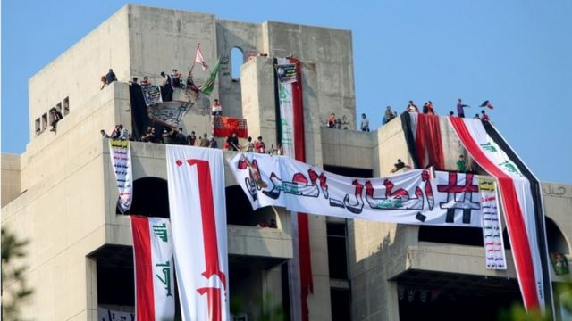 """Anti-government protestors in Baghdad with banner reading: """"The heroes of Iraq"""" (29/10/19)"""