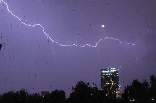 """کیت که این عکس را از آسمان منطقه کمدن لندن گرفته نوشته است:""""مدت خیلی زیادی طول کشید تا این عکس را بگیرم"""""""