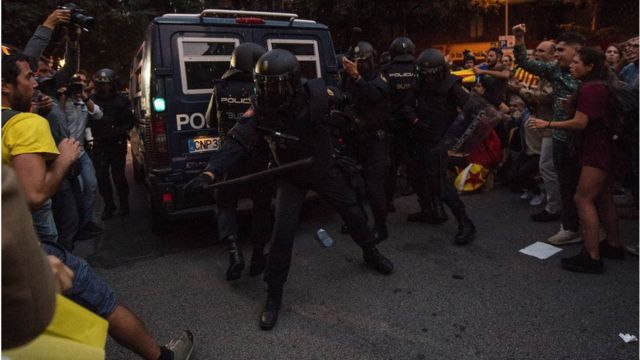 Protesta contra la policía en Barcelona