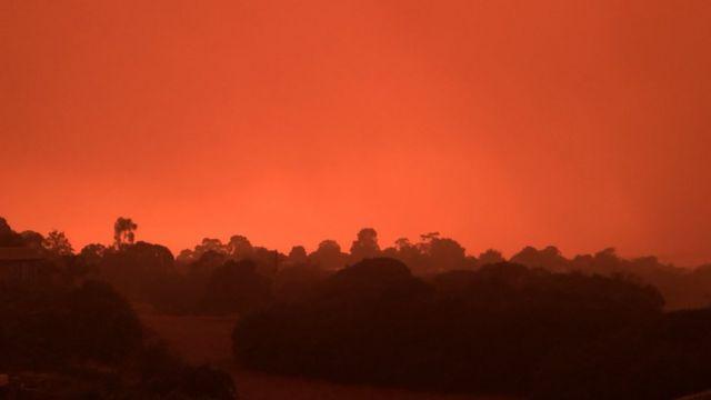 Céu avermelhado em Mallacoota