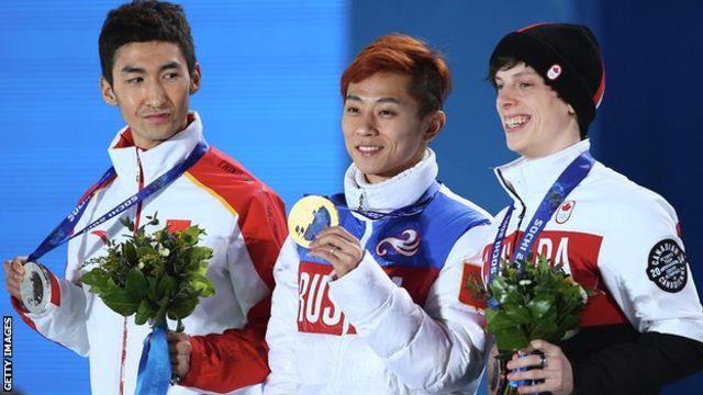 ソチ五輪で3つの金メダルを獲得したロシアのビクトル・アン選手(写真中央)