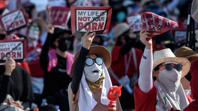 Female protesters shout slogans during a rally against 'spy-cam porn' in central Seoul on August 4, 2018.
