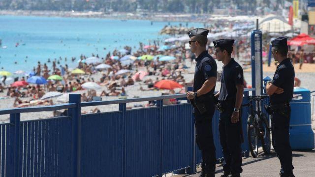 Policias patrulham Nice