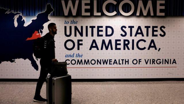 Un pasajero en el aeropuerto de Washington
