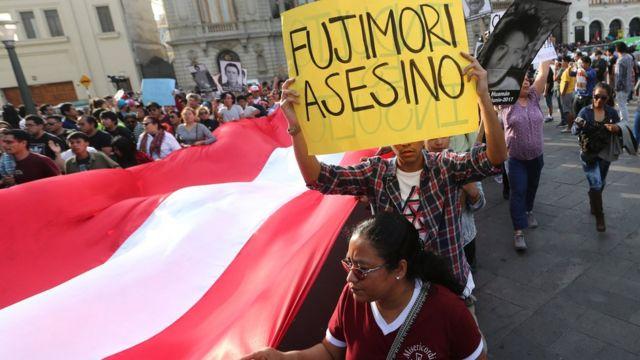 Protesta en contra del indulto a Alberto Fujimori.