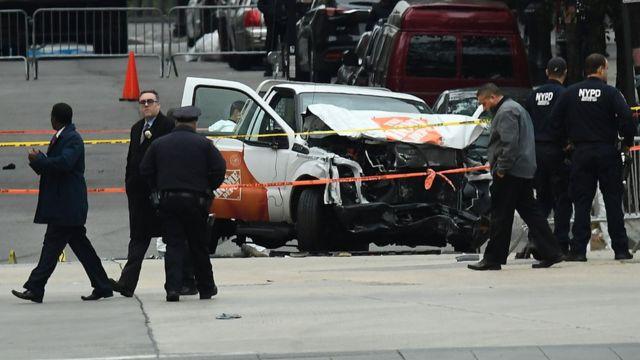 Polícia investiga caminhonete usada em ataque