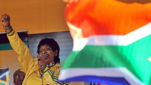 विनी माडिकिजेला मन्डेलालाई दक्षिण अफ्रिकामा 'राष्ट्रमाता' भन्ने गरिन्छ।